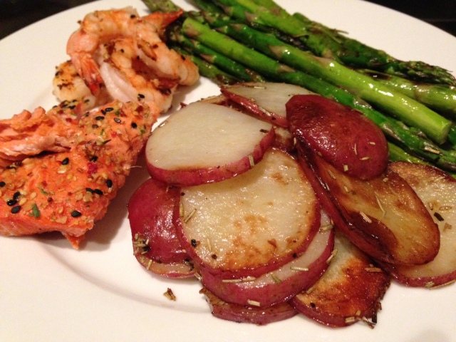 Salmon, red potatoes and asparagus