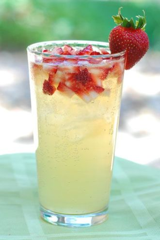 Strawberry lemonade -- a classic!